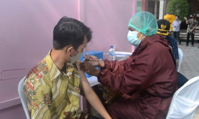 230 Santri Ponpes Nurul Azizah Ikuti Vaksinasi Covid-19