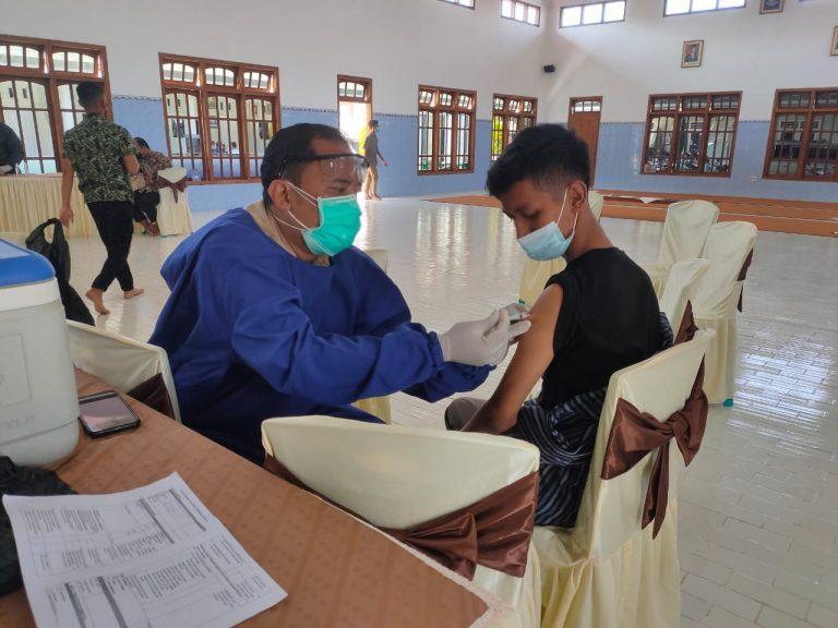 Santri Ponpes Nurul Hakim Terima Vaksin Dosis Pertama